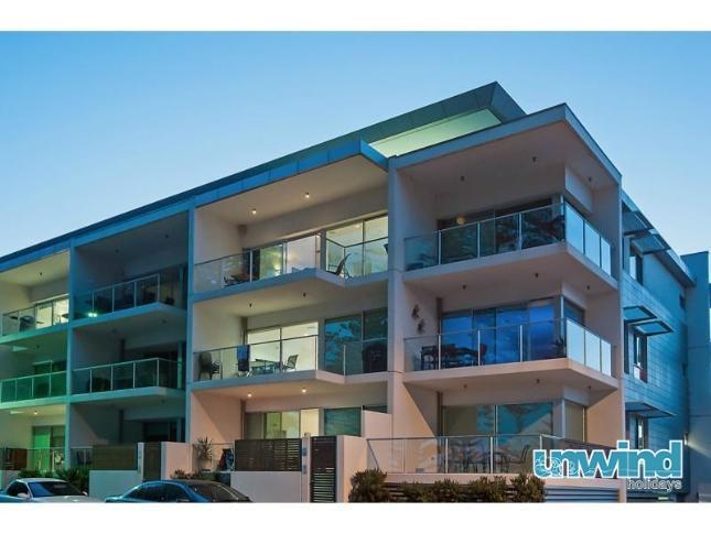 Unwind @ 29 Breeze Penthouse 'Ultra Chic' - Image 1 - Victor Harbor - rentals