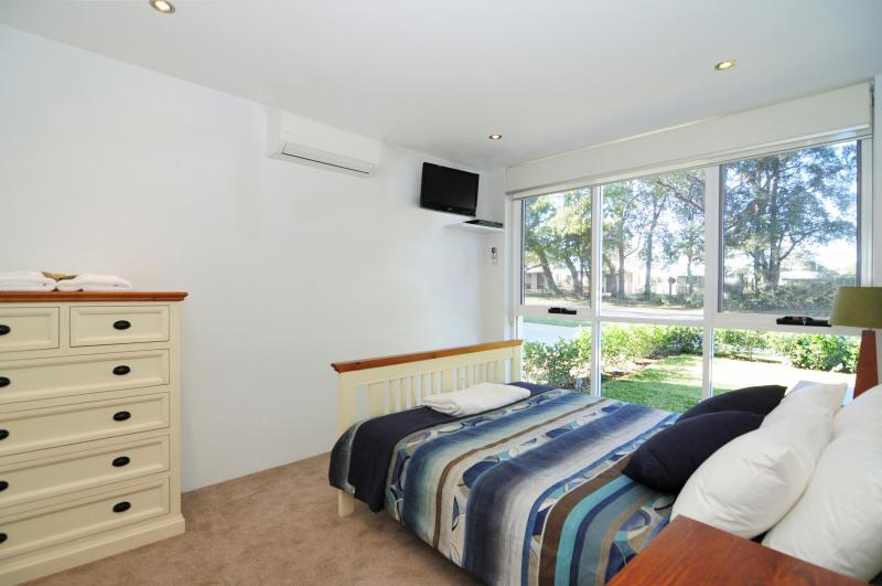 Bedroom 1 - BAYREACH 1, stylish apartment, close to beach - Huskisson - rentals