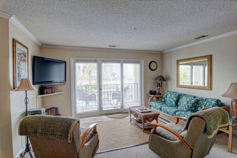 Living Room - Villa Capriani 109-A Oceanfront! | 3 Pools, Largest Pool on NC Coast, 2 Hot Tubs, Grill Area, Tennis Courts, Restaurant, and Internet - North Topsail Beach - rentals