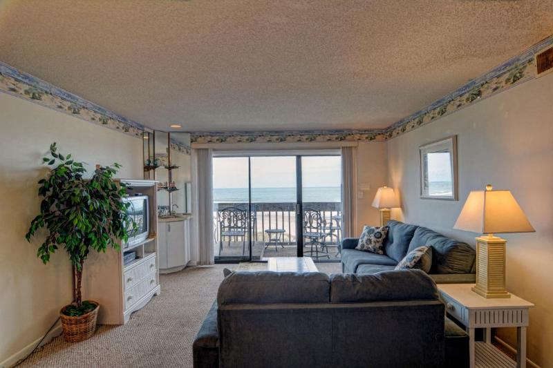 Living Room - Topsail Dunes 3307 Oceanfront! | Community Pool, Tennis Courts, Grill Area, Elevator - North Topsail Beach - rentals