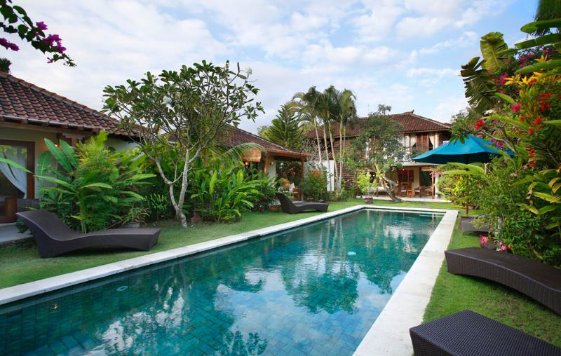 View over the 12m pool to the two bungalows and to the main house - Villa Sarah - 300 meter to Seminyak Beach - Seminyak - rentals