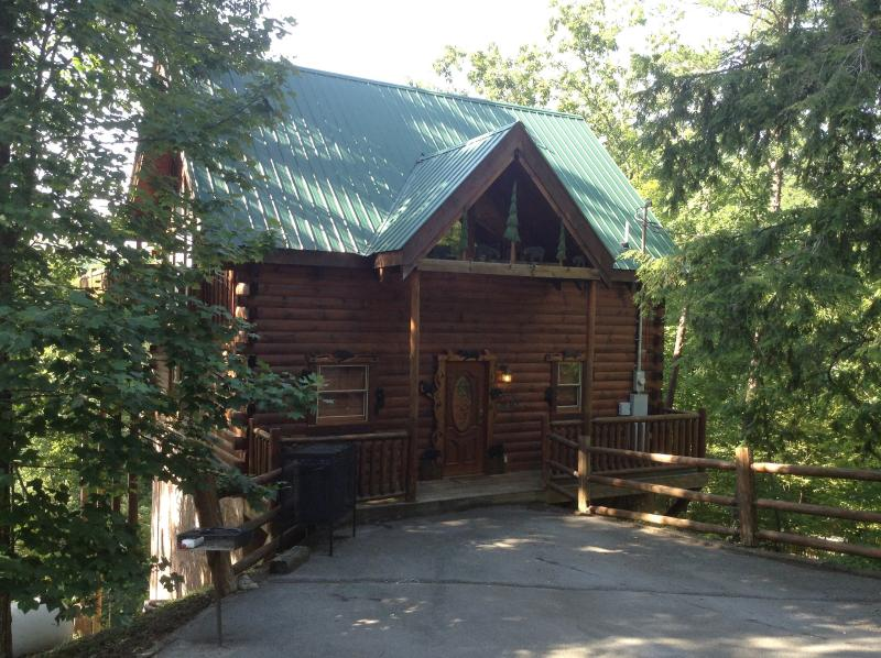 Exterior View - Bear Ridge Luxury 2 Bedroom Cabin - Pigeon Forge - rentals