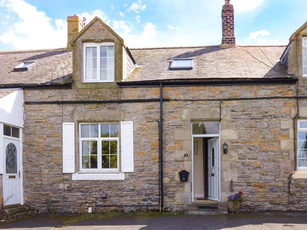 BOWSDEN HALL FARM COTTAGE, pet-friendly, country holiday cottage, with a garden - Image 1 - Lowick - rentals