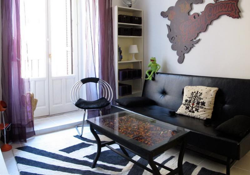 Madrid Plaza Lavapies Apartment - Image 1 - Madrid - rentals
