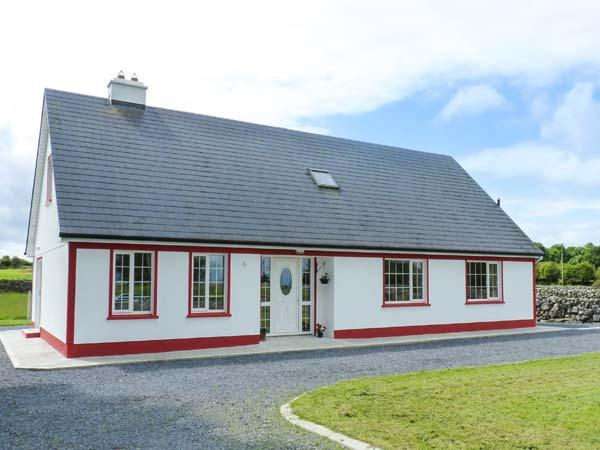 LOUGH MASK ROAD FISHING LODGE, detached, 6BR, woodburner and open fire, near Ballinrobe, Ref 915939 - Image 1 - Ballinrobe - rentals