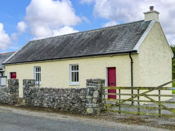 COURT HOUSE, multi-fuel stove, romantic retreat, garden with furniture, in Lorrha, Ref 915466 - Image 1 - Lorrha - rentals
