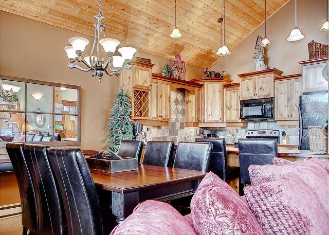 Dining Room North 201 - North 201 - Great Location with Fantastic Views of the Monashee Mountains - Big White - rentals