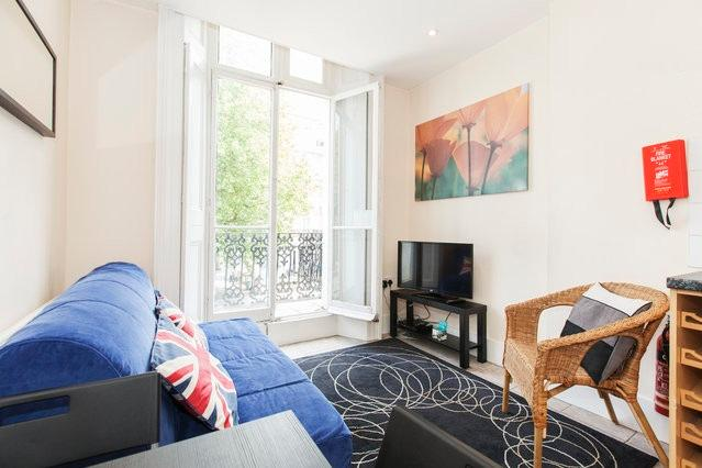 Beautiful living room with lots of natural light - Incredible 1 Bedroom with Hyde Park Balcony - London - rentals