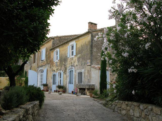 House from drive.jpg - 17th century Mas in Provençal village le Paradou - Les Baux - rentals