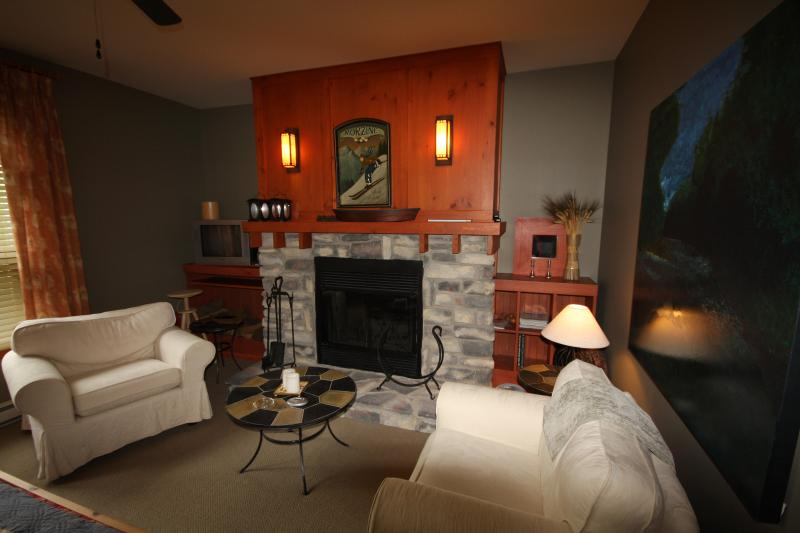 Master Bedroom with fireplace - Large, Beautiful 3 Bdrm, 2 Bath Condo at Tremblant - Mont Tremblant - rentals