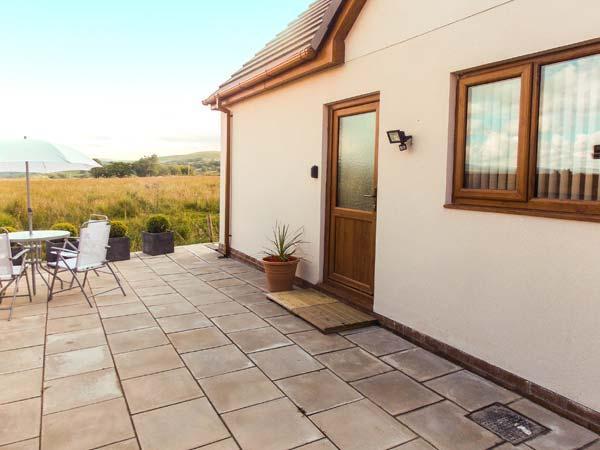 LLIA CYSGLYD, all ground floor annexe, panoramic mountain views, en-suite, WiFi, parking, garden, in Brecon, Ref 904201 - Image 1 - Pontneddfechan - rentals