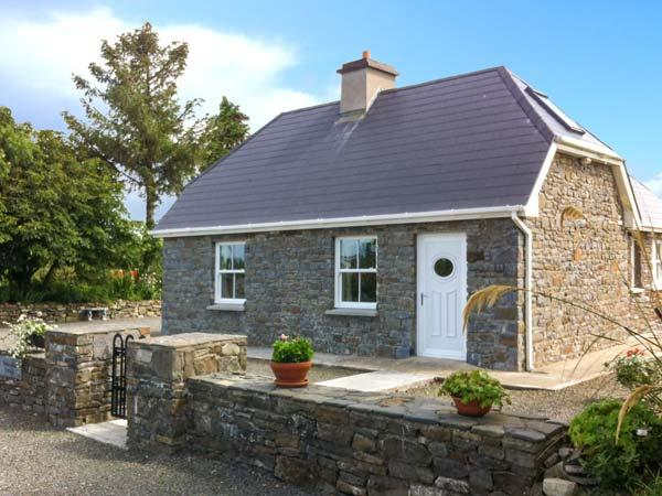 DOONCAHA COTTAGE, WiFi, peaceful location, off road parking, detached cottage near Tarbert, Ref. 905817 - Image 1 - Listowel - rentals