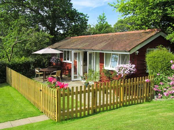 NOOK LODGE, all ground floor, open plan living area, parking, garden, in Kidderminster, Ref 905960 - Image 1 - Shatterford - rentals