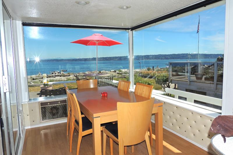 Dinning Room with Beautiful View - Columbia Beach House on Whidbey Island Free Wi-Fi - Clinton - rentals