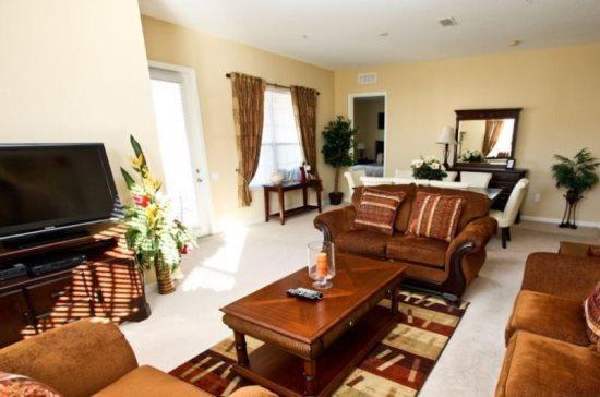 3 Bedroom 2 Bathroom Penthouse Condo Close to Club House. 5024SL-407 - Image 1 - Orlando - rentals