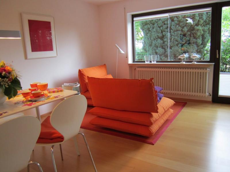 Living Room (1) - LLAG Luxury Vacation Apartment in Tübingen - 592 sqft, high-quality furniture, with terrace and private… - Tübingen - rentals