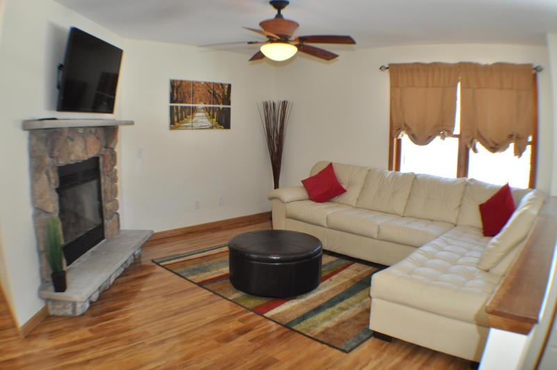 Creekview, 2 Masters, Cable & Wifi, walk to pool - Image 1 - Bushkill - rentals