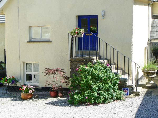 SWALLOWS, first floor apartment, double bedroom, romantic retreat, rural location, in Spreyton,Ref 16891 - Image 1 - Devon - rentals