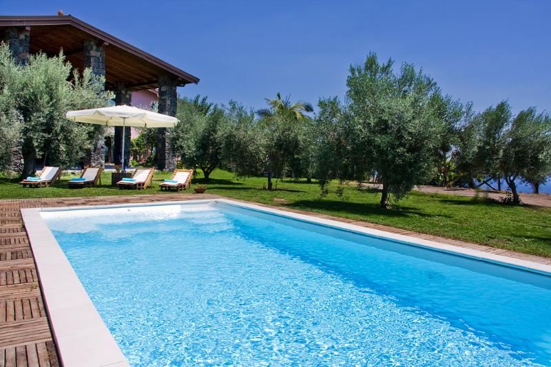 Stunning villa - VILLA KAREN: By the sea, pool, big park, large bed - Aci Catena - rentals