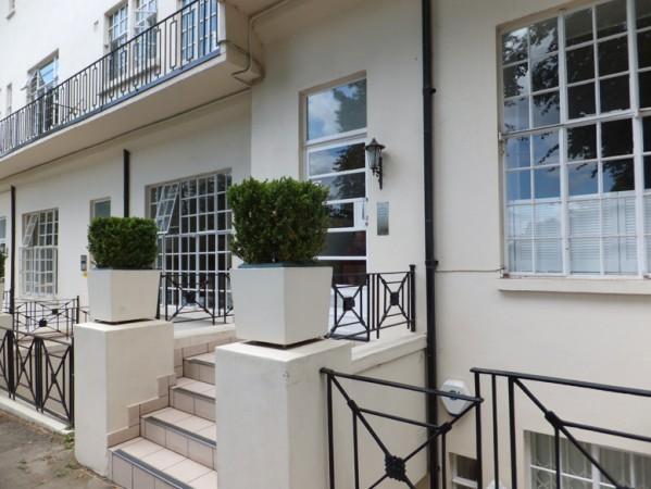 Elegant entrance to Regents Park Terrace - Elegant London Vacation Rental at Regents Park - London - rentals