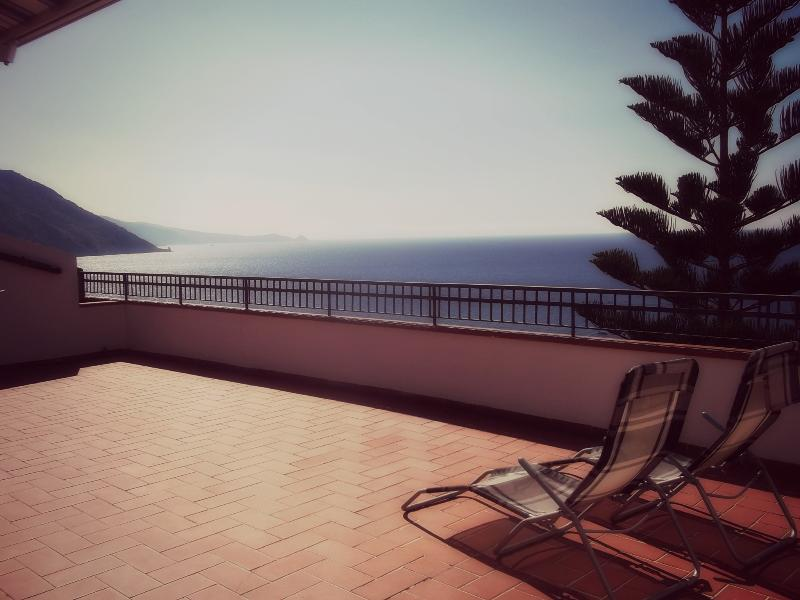 terrace and sea view - Sicily: apartment with a terrace faced the sea - Gioiosa Marea - rentals