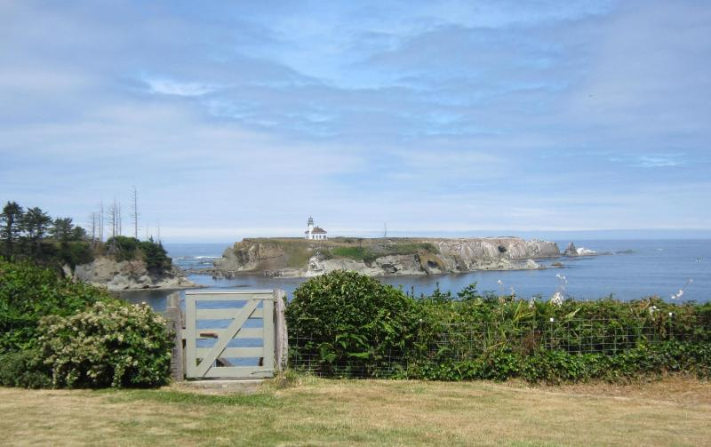 A front yard view of the decommissioned Lighthouse - Lighthouse Way Oceanfront Vacation Home. View! - Coos Bay - rentals