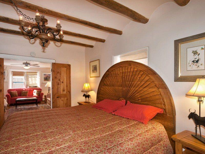 King master, hand carved head board - Mariposa/Zia - Perfect Location - Santa Fe - rentals