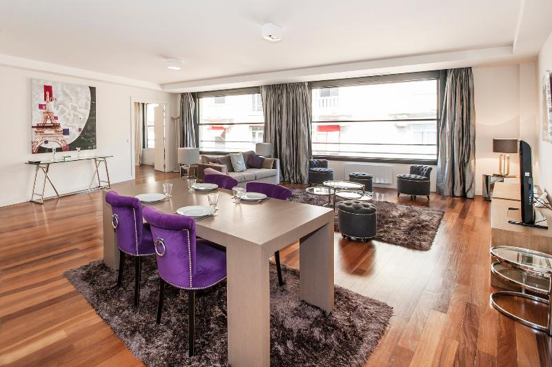 The Living Room - Modern 1BR with A/C, Elevator near Champs Elysees - Paris - rentals