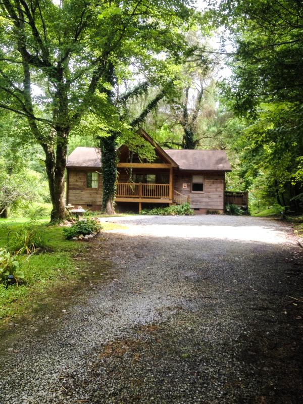 Cabin front summer 2014 - Apple Treehouse,It's Perfect! Gatlinburg/Crafter's - Gatlinburg - rentals
