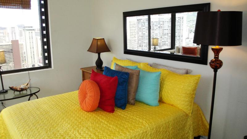 Relax on newly appointed Queen bed, bedroom 'A' - 2BR / 2BTH Amazing Panoramic 180 Degree Views !!! - Honolulu - rentals