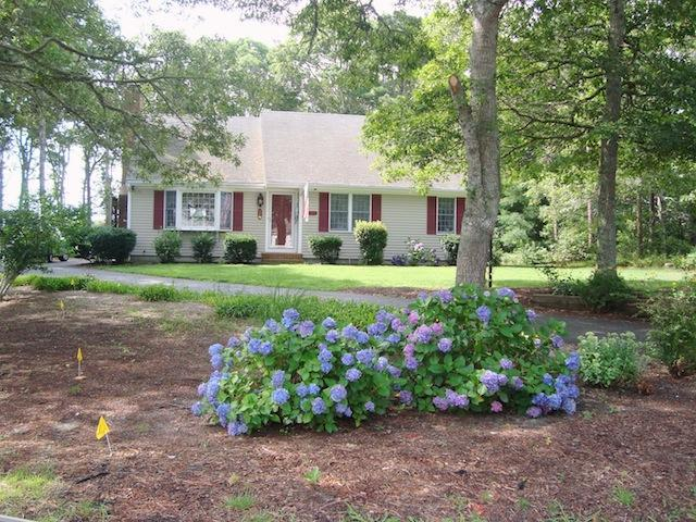 "Front view of ""Aoibhneas"" meaning ""joy"" in Scots-Gaelic - 11 Cranwood Road Harwich Cape Cod New England Vacation Rentals - 11 Cranwood Road Harwich Cape Cod - Aoibhneas - Harwich - rentals"