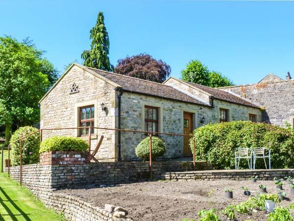 THE SUMMER PALACE, detached, en-suite, woodburner, parking, garden, in Middleham, Ref 904813 - Image 1 - Middleham - rentals