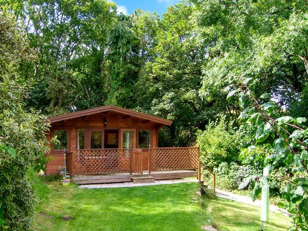 Y CABEN, all ground floor, decked patio with furniture, great base for walking - Image 1 - Conwy - rentals