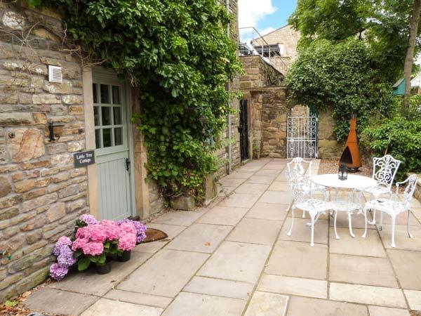 LITTLE TREE COTTAGE, ground floor, close to amenities, WiFi, pet-friendly cottage in Addingham, Ref. 911862 - Image 1 - Addingham - rentals
