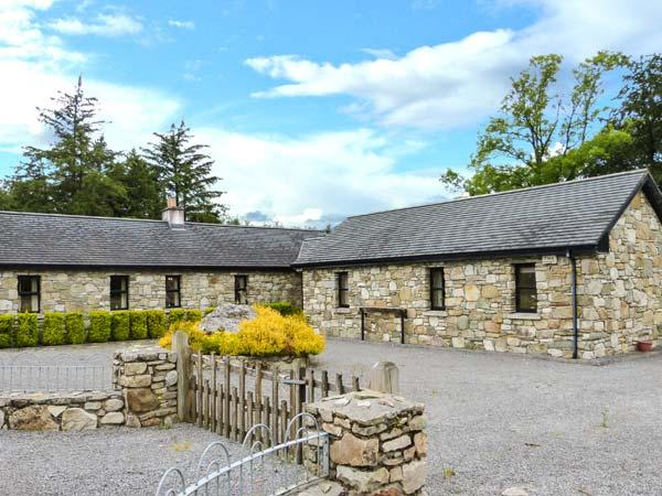 TOMMY CLARKE'S COTTAGE, open fire, ground floor, pet-friendly cottage near Ballygar, Ref. 915174 - Image 1 - Ballygar - rentals