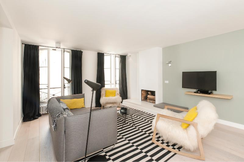 The Living Room - Charming & modern 2BD/2BTH near Notre-Dame - Paris - rentals