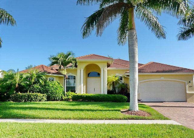 Newer built, waterfront house w/ heated pool & hot tub - Image 1 - Marco Island - rentals