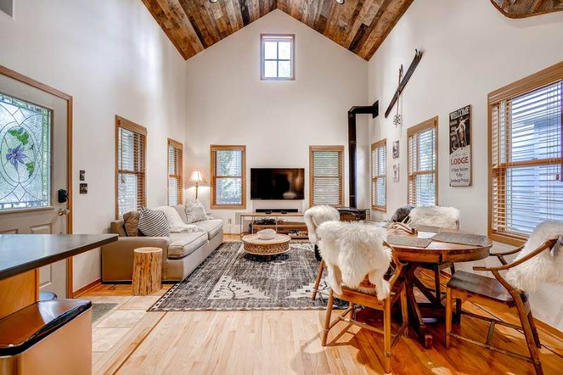 Apres Chalet - Shuttle to Lifts/Walk to Town - Image 1 - Breckenridge - rentals