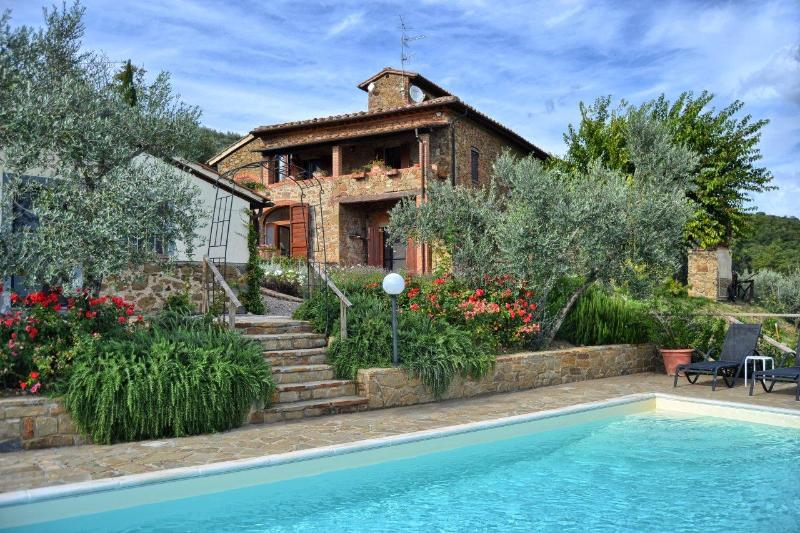 Villa Il Colombaio - Tuscan villa sleeps 8 + 1 solar heated pool Views - Castelnuovo Berardenga - rentals