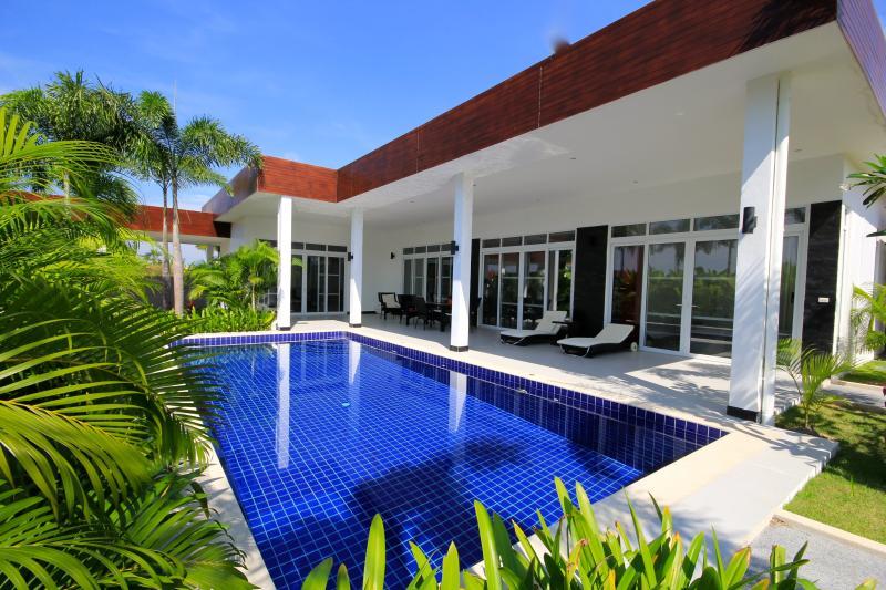 King Pool & Jacuzzi Villa - Image 1 - Hua Hin - rentals