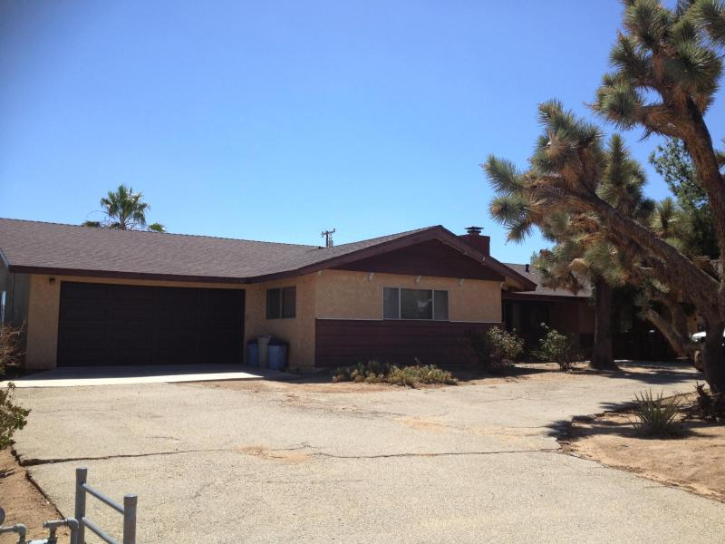 Front of house - Quiet Yucca Valley Rustic Retreat near Joshua Tree - Yucca Valley - rentals