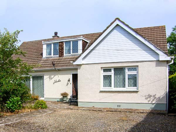 SILVRETTA, spacious detached cottage, family accommodation, near Amroth, Ref 26021 - Image 1 - Amroth - rentals
