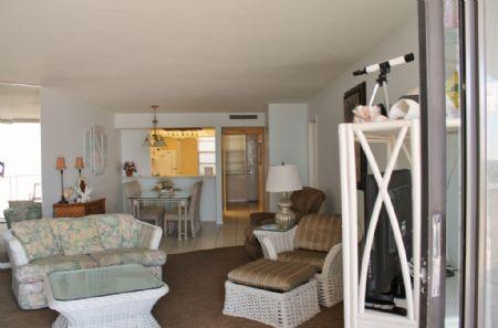 Living Area - Fabalous balcony views from this lovely beachfront condo - Marco Island - rentals