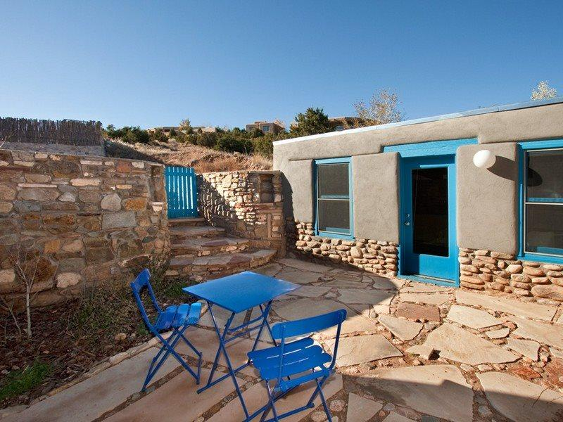 Fully enclosed patio at Hillside, perfect for dogs. - Hillside Peaceful, Secluded, Yet Close In - Santa Fe - rentals