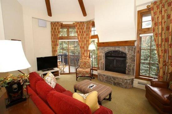This beautiful Austria Haus penthouse condominium is perfectly located in the heart of Vail Village. - Image 1 - Vail - rentals