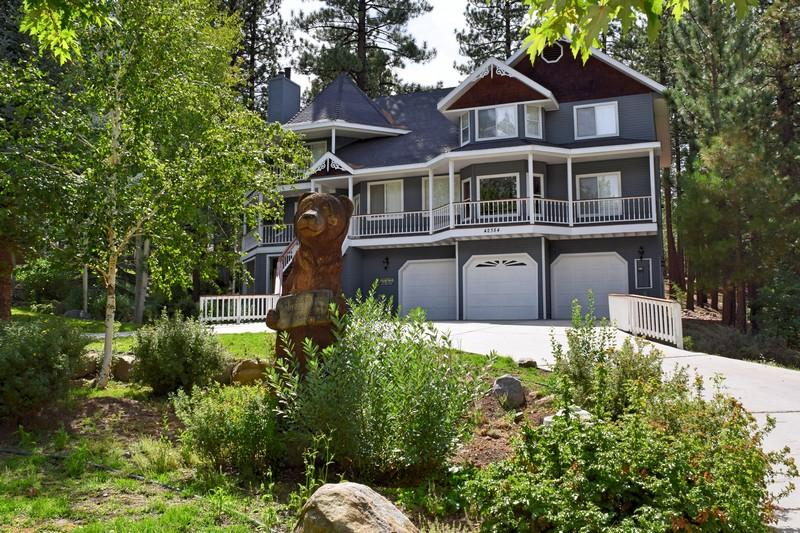 This glamorous home is so beautiful and offers so much for all ages. - Bear Heaven - Victorian Estate Close to Resorts! - City of Big Bear Lake - rentals