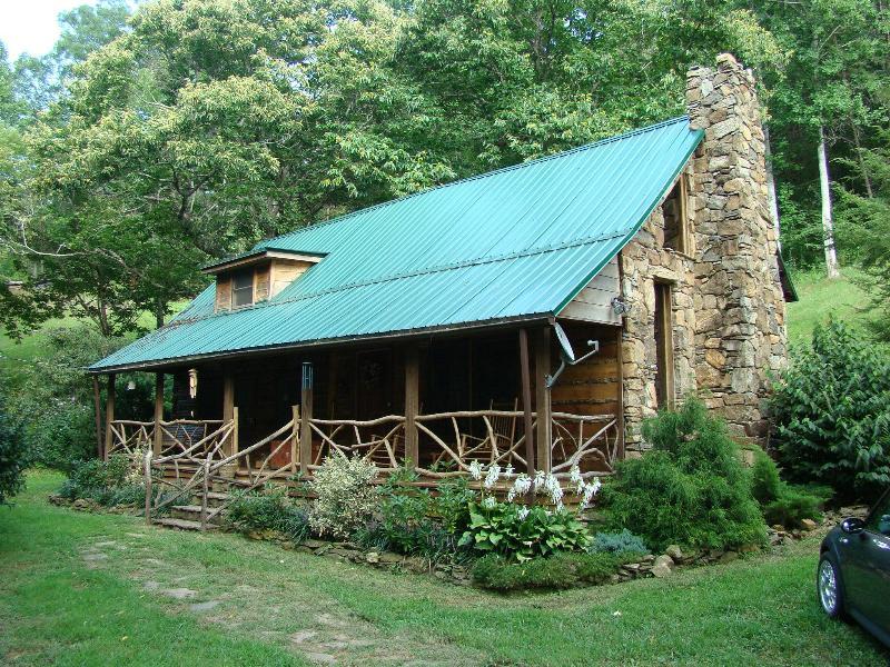 Cherokee Creekside Cabin - CHEROKEE CREEKSIDE historic CABIN near Cherokee NC - Cherokee - rentals