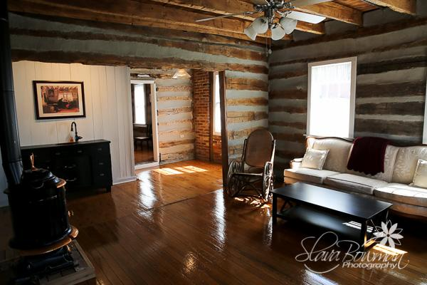 Living room - 1834 Cabin, king bed, claw foot tub - Washington - rentals