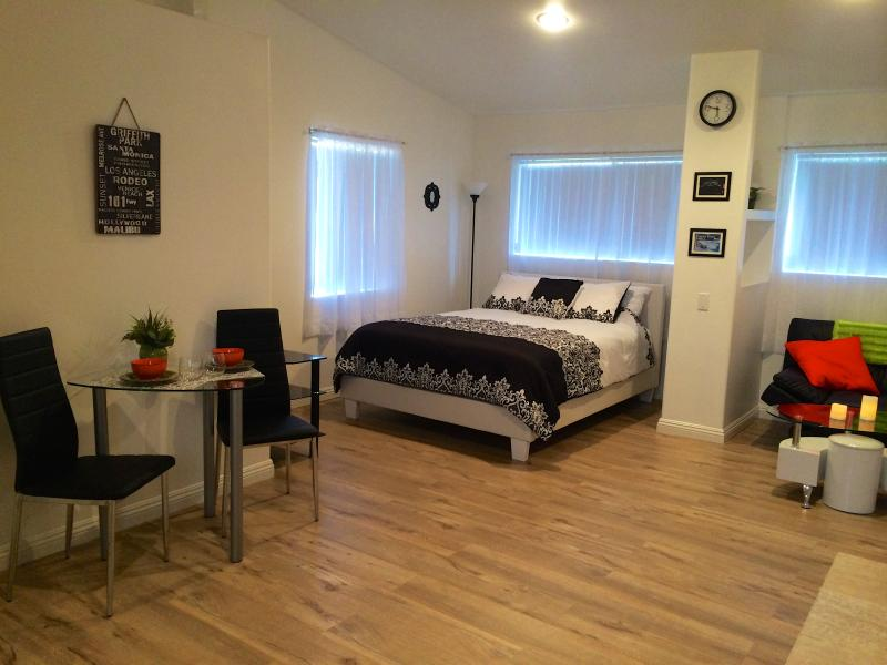 Queen pillow top mattress and leather bed - Newly Remodeled Loft-style Studio - West Hollywood - rentals