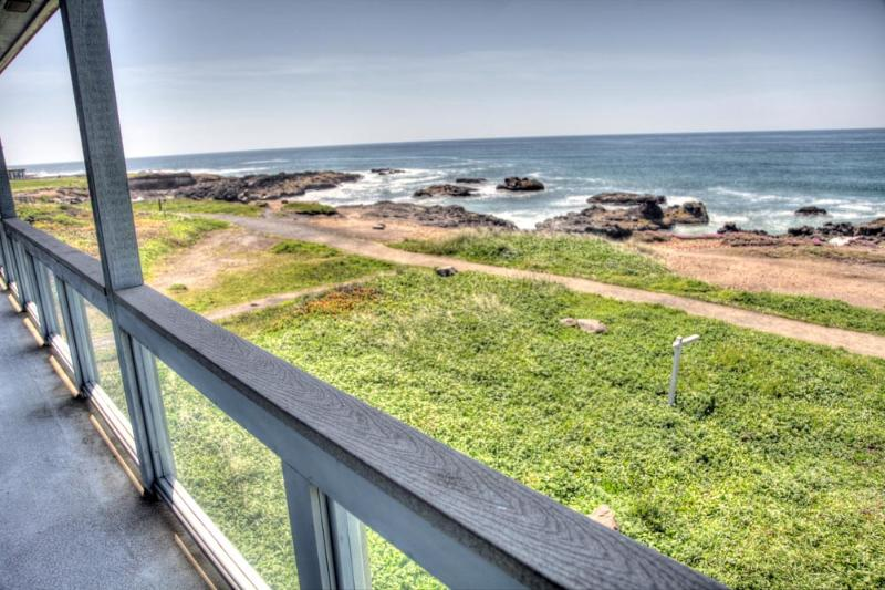 Luxurious Ocean Front Home with Hot Tub! - Image 1 - Yachats - rentals